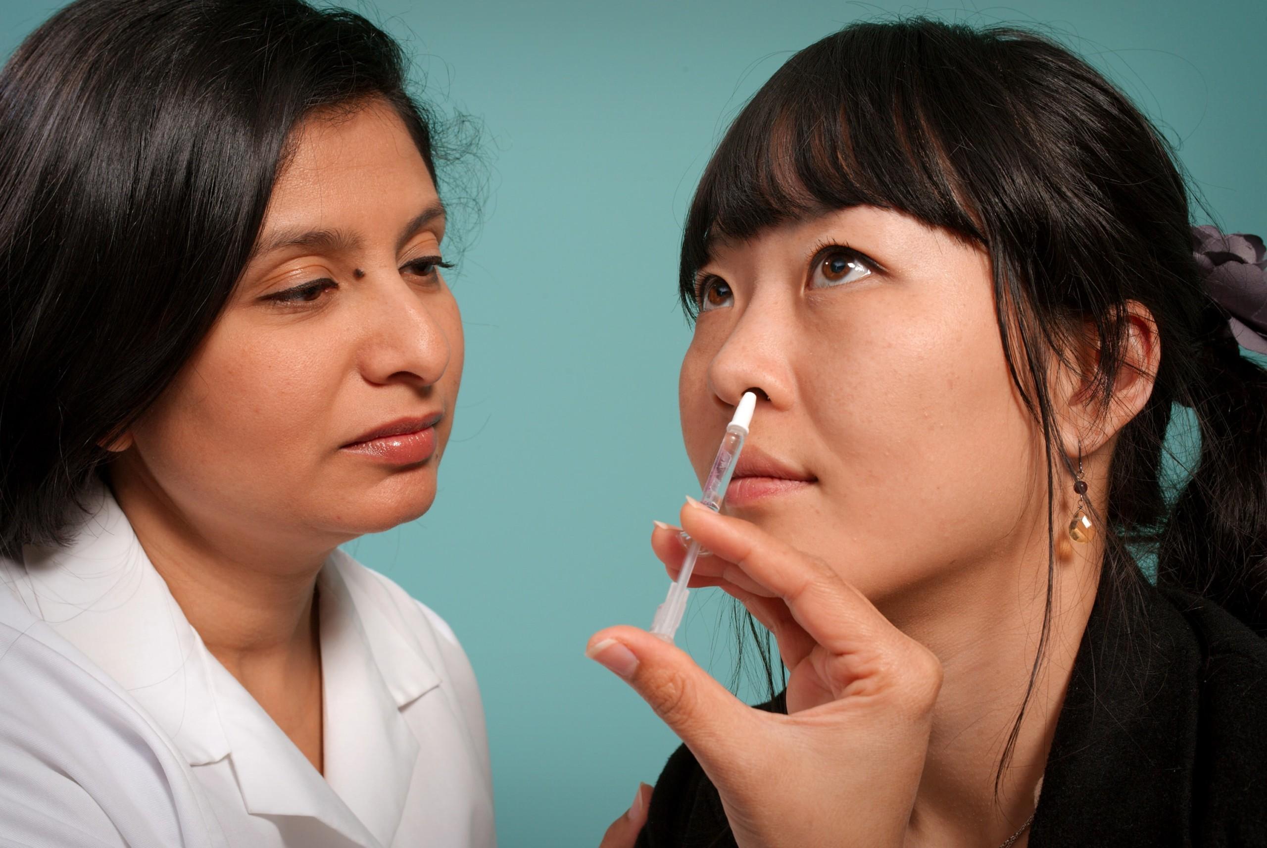 鼻腔に処置する